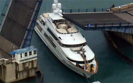 Bridge Falls on Yacht in Miami Area